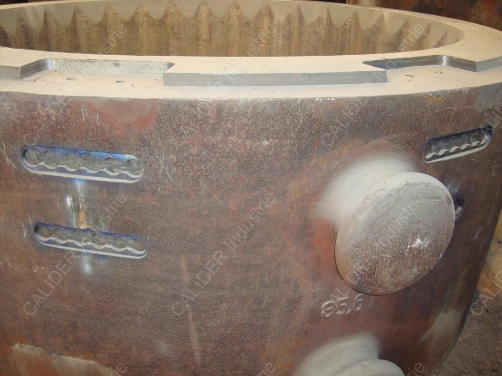 Réparation par agrafage de lingotières rondes festonnées