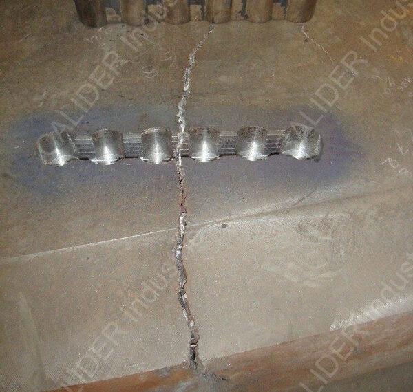 Réparation en cours de plaques de source par agrafage