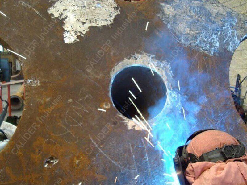 Réparation cheminée - opération de soudure en cours