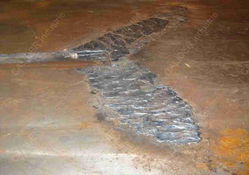 Réparation d'une plaque de source par soudure